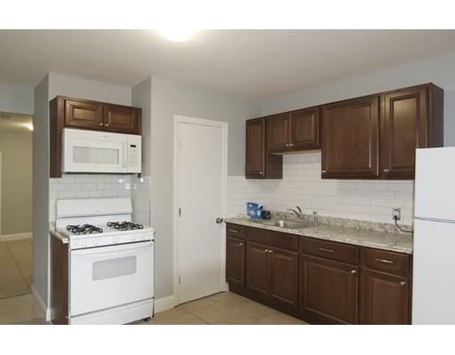 独户住宅 为 出租 在 128 Putnam 波士顿, 马萨诸塞州 02128 美国