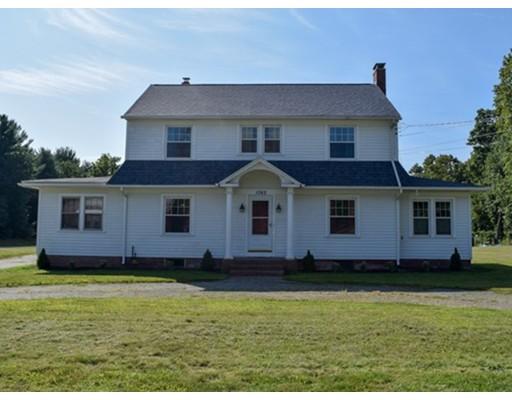 واحد منزل الأسرة للـ Sale في 1062 Center Street 1062 Center Street Ludlow, Massachusetts 01056 United States