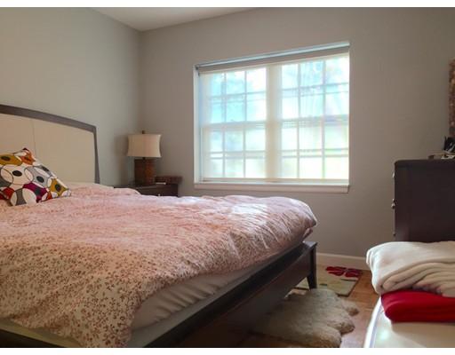 Casa Unifamiliar por un Alquiler en 128 Lake Shore Road Boston, Massachusetts 02135 Estados Unidos