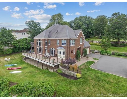 واحد منزل الأسرة للـ Sale في 26 Maolis Road 26 Maolis Road Nahant, Massachusetts 01908 United States