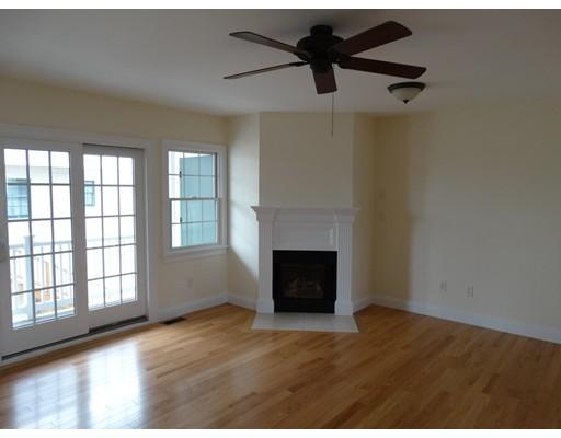 Appartement en copropriété pour l Vente à 11 Railroad Avenue 11 Railroad Avenue Salisbury, Massachusetts 01952 États-Unis