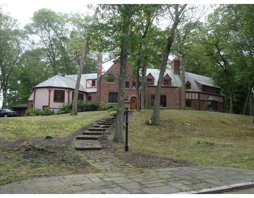 Casa Unifamiliar por un Venta en 14 Bayberry Hill Road Attleboro, Massachusetts 02703 Estados Unidos