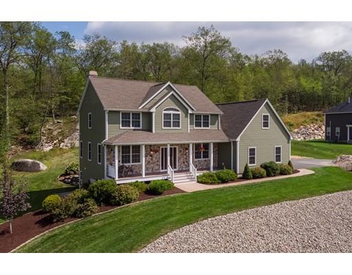 واحد منزل الأسرة للـ Sale في 114 Munsing Ridge 114 Munsing Ridge Granby, Massachusetts 01033 United States