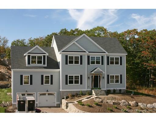 Maison unifamiliale pour l Vente à 8 Stone Ridge Heights Melrose, Massachusetts 02176 États-Unis