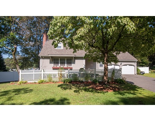 Single Family Home for Sale at 17 Sheffield Road Wakefield, Massachusetts 01880 United States