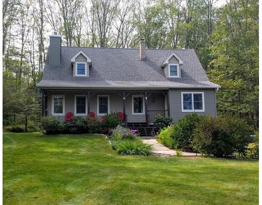 Частный односемейный дом для того Продажа на 27 Old Pelham Road 27 Old Pelham Road Belchertown, Массачусетс 01007 Соединенные Штаты