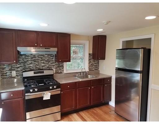 独户住宅 为 出租 在 241 Appleton Street Lowell, 01852 美国