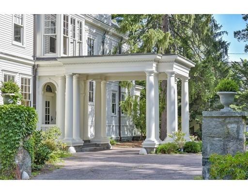 Maison unifamiliale pour l Vente à 61 Gate House Road 61 Gate House Road Newton, Massachusetts 02467 États-Unis