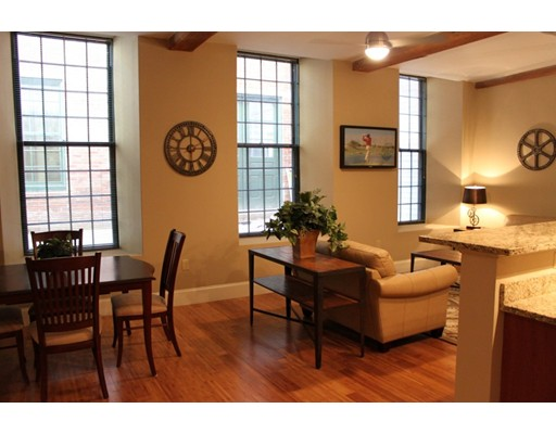 Additional photo for property listing at 64 Beacon Street  Worcester, Massachusetts 01608 Estados Unidos