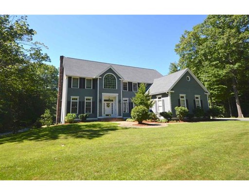 Single Family Home for Sale at 16 Old Mont Vernon Road 16 Old Mont Vernon Road Amherst, New Hampshire 03031 United States