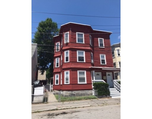 Casa Multifamiliar por un Venta en 270 Farnham Street 270 Farnham Street Lawrence, Massachusetts 01843 Estados Unidos