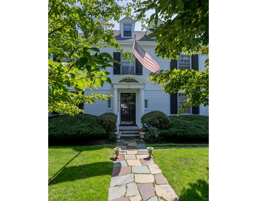 واحد منزل الأسرة للـ Sale في 35 ATLANTIC Avenue 35 ATLANTIC Avenue Swampscott, Massachusetts 01907 United States