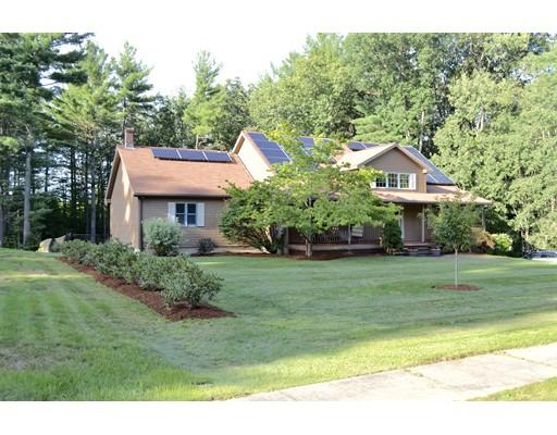 Частный односемейный дом для того Продажа на 18 Pine Hill Road 18 Pine Hill Road Easthampton, Массачусетс 01027 Соединенные Штаты