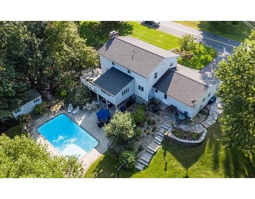 واحد منزل الأسرة للـ Sale في 301 North Main Street South Hadley, Massachusetts 01075 United States