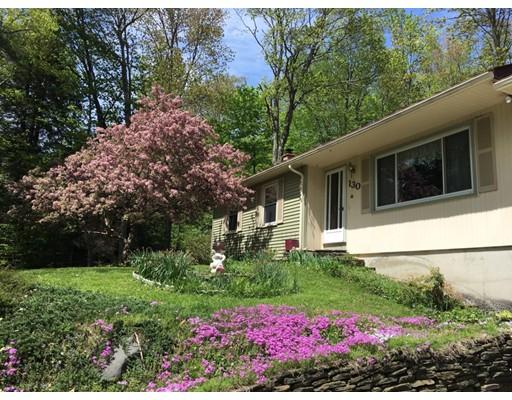 واحد منزل الأسرة للـ Sale في 130 Spruce Corner Road 130 Spruce Corner Road Goshen, Massachusetts 01032 United States