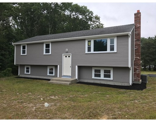 独户住宅 为 销售 在 999 Plymouth Street 999 Plymouth Street Bridgewater, 马萨诸塞州 02324 美国
