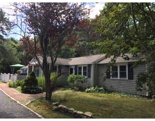 Casa Unifamiliar por un Venta en 67 Fire Station Road 67 Fire Station Road Barnstable, Massachusetts 02655 Estados Unidos