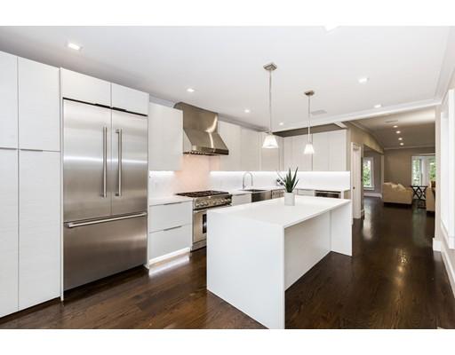 Casa Multifamiliar por un Venta en 27 Mercer Boston, Massachusetts 02127 Estados Unidos