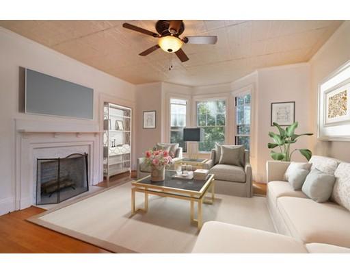 Частный односемейный дом для того Продажа на 82 Court Dedham, Массачусетс 02026 Соединенные Штаты