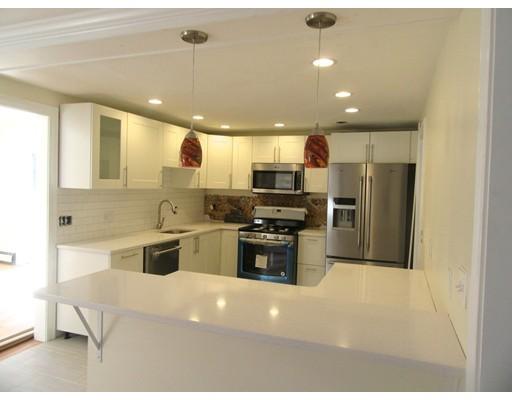 Частный односемейный дом для того Продажа на 100 Lisle Street 100 Lisle Street Braintree, Массачусетс 02184 Соединенные Штаты