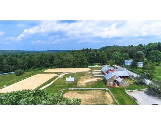 Maison unifamiliale pour l Vente à 926 Dennison Drive 926 Dennison Drive Southbridge, Massachusetts 01550 États-Unis