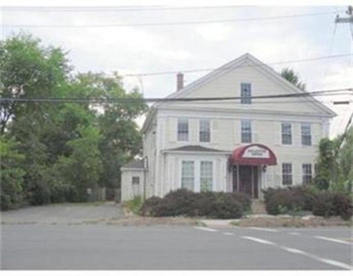 متعددة للعائلات الرئيسية للـ Sale في 55 Main Street Belchertown, Massachusetts 01007 United States