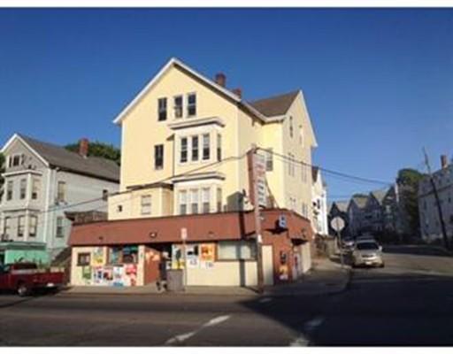 Maison avec plusieurs logements pour l Vente à 588 South Main Street 588 South Main Street Fall River, Massachusetts 02721 États-Unis