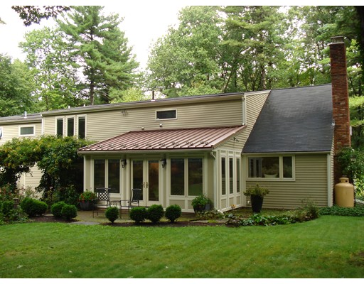 Single Family Home for Sale at 300 Wattaquadock Hill Road 300 Wattaquadock Hill Road Bolton, Massachusetts 01740 United States