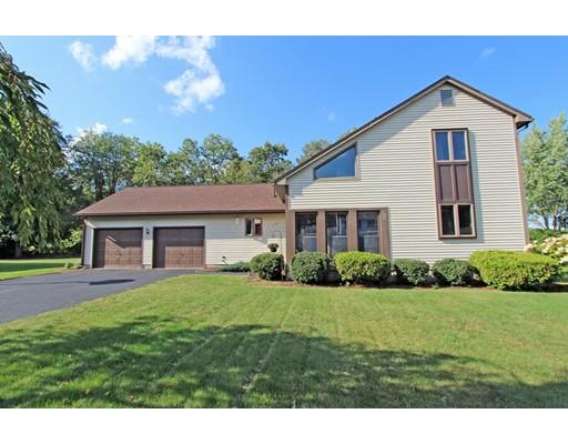 Частный односемейный дом для того Продажа на 17 Golden Drive 17 Golden Drive Easthampton, Массачусетс 01027 Соединенные Штаты