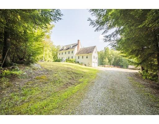 Maison unifamiliale pour l Vente à 27 Fuller Road 27 Fuller Road Goshen, Massachusetts 01032 États-Unis