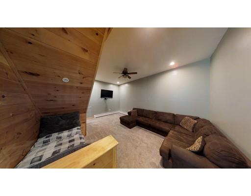 Casa Multifamiliar por un Venta en 107 Warren Road Townsend, Massachusetts 01469 Estados Unidos