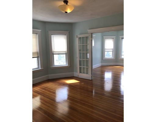 独户住宅 为 出租 在 106 Chestnut Everett, 马萨诸塞州 02149 美国