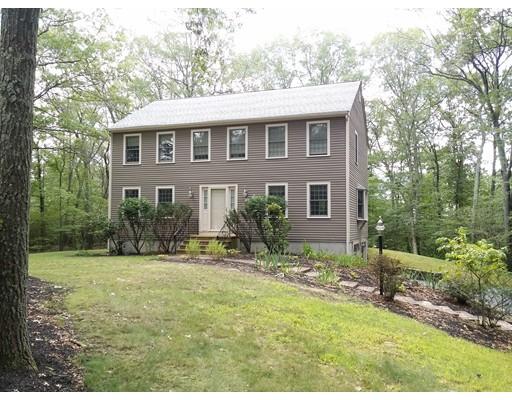 Частный односемейный дом для того Продажа на 4 Ballou Road 4 Ballou Road Hopedale, Массачусетс 01747 Соединенные Штаты