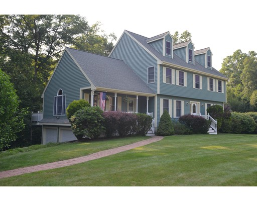 Maison unifamiliale pour l Vente à 10 Ashwood Drive North Reading, Massachusetts 01864 États-Unis