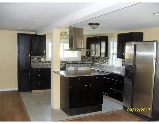 Casa Unifamiliar por un Venta en 70 Milton Street Springfield, Massachusetts 01151 Estados Unidos