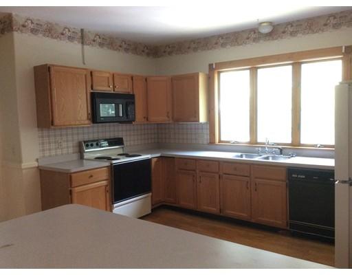 واحد منزل الأسرة للـ Rent في 67 Fairmount Street Clinton, Massachusetts 01510 United States