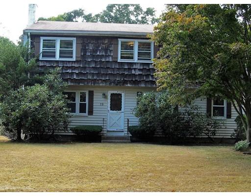 واحد منزل الأسرة للـ Sale في 19 O'Neill Street 19 O'Neill Street Stoughton, Massachusetts 02072 United States
