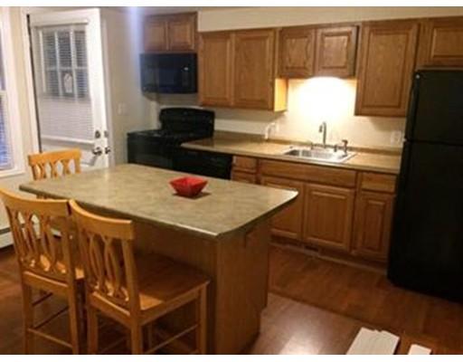 Casa Unifamiliar por un Alquiler en 105 South Road 105 South Road Bedford, Massachusetts 01730 Estados Unidos