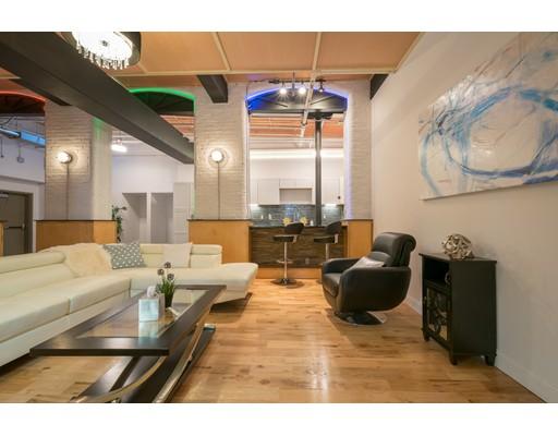 共管式独立产权公寓 为 销售 在 1117 Douglas North Providence, 罗得岛 02904 美国