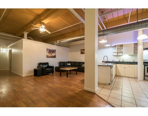 共管式独立产权公寓 为 销售 在 1117 Douglas Avenue North Providence, 罗得岛 02904 美国
