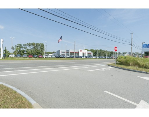 Commercial pour l Vente à 2314 Gar Hwy 2314 Gar Hwy Swansea, Massachusetts 02777 États-Unis