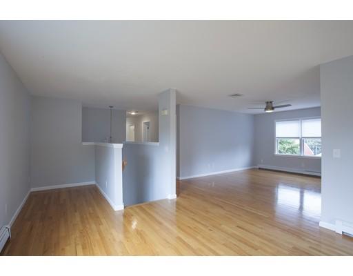 Casa Unifamiliar por un Alquiler en 44 Mystic River Road Medford, Massachusetts 02155 Estados Unidos