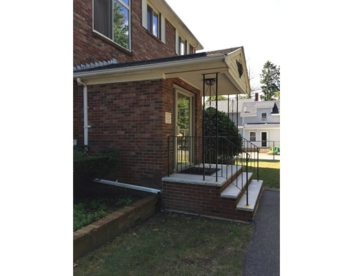 Casa Unifamiliar por un Alquiler en 52 Purchase Street 52 Purchase Street Danvers, Massachusetts 01923 Estados Unidos