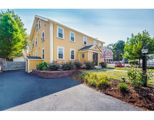 Casa Multifamiliar por un Venta en 65 Harnden Street 65 Harnden Street Reading, Massachusetts 01867 Estados Unidos