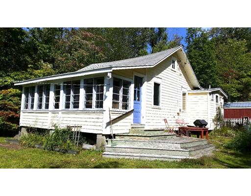 واحد منزل الأسرة للـ Sale في 25 Aberdeen Road 25 Aberdeen Road Goshen, Massachusetts 01032 United States