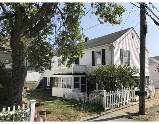 Maison avec plusieurs logements pour l Vente à 121 Railroad Avenue 121 Railroad Avenue Salisbury, Massachusetts 01952 États-Unis