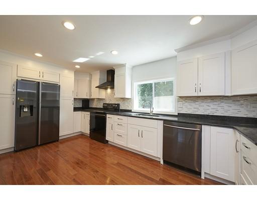 Частный односемейный дом для того Продажа на 9 South Street Wayland, Массачусетс 01778 Соединенные Штаты