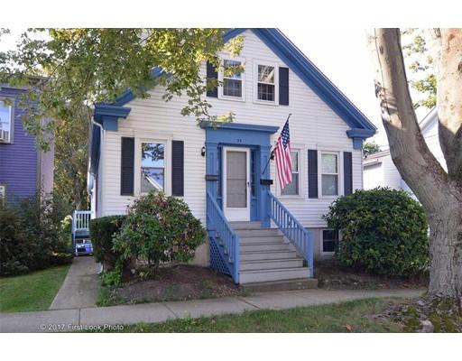 Casa Multifamiliar por un Venta en 34 Byfield Street 34 Byfield Street Bristol, Rhode Island 02809 Estados Unidos
