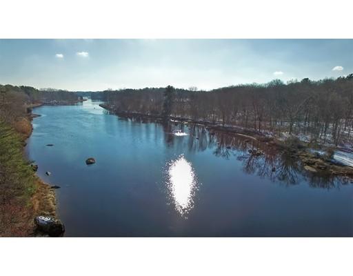Additional photo for property listing at 10 Saints Way  Berkley, Massachusetts 02779 Estados Unidos