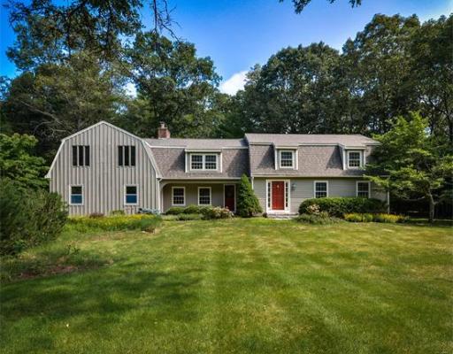 Maison unifamiliale pour l Vente à 4 HOLLIS STREET 4 HOLLIS STREET Sherborn, Massachusetts 01770 États-Unis
